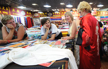 OLY-CHINA-BEIJING-XIUSHUI MARKET-FOREIGNERS (CN)