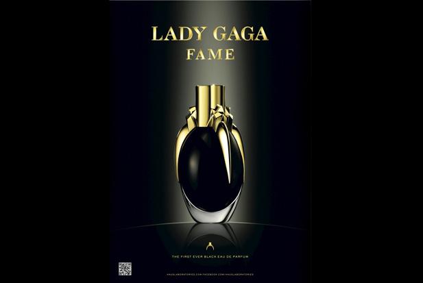 lady-gaga-perfume-holding