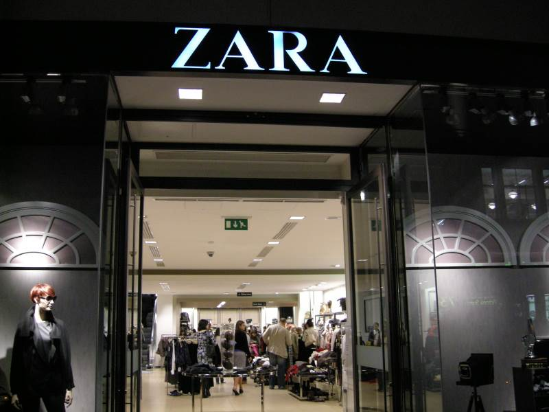 Zara_-_London,_UK_27