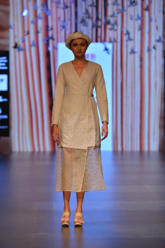 Models in 'Aqdus' at LFW SR 16 (4)