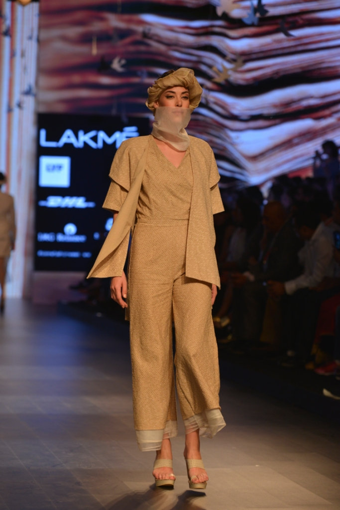 Models in 'Aqdus' at LFW SR 16 (5)