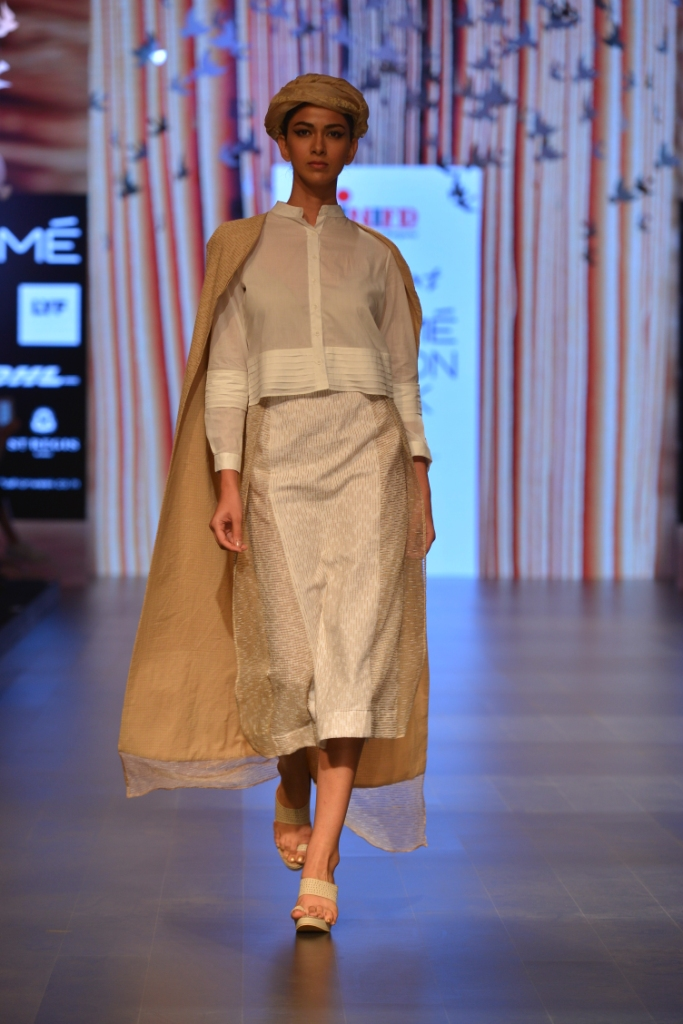 Models in 'Aqdus' at LFW SR 16 (6)